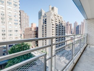 10NW-UES 2BR-1BA-BALCONY-POOL-DOORMAN