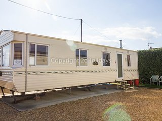 6 berth caravan at the Lees Holiday park. In Hunstanton *Pets Allowed. REF 13002