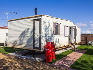 6 Berth caravan at the Lees Holiday park in Hunstanton. *Pets Allowed. REF 13005