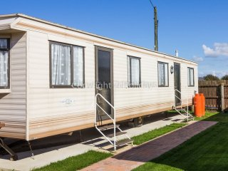 6 Berth caravan in Lees Holiday park, Hunstanton Ref 13007