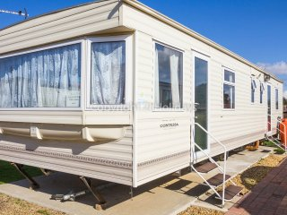 8 Berth caravan at the Lees Holiday park in Hunstanton. *Pets Allowed. REF 13008