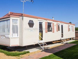 6 Berth caravan at the Lees Holiday park in Hunstanton. *Pets Allowed. REF 13009