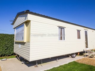 6 Berth caravan at the Lees Holiday park in Hunstanton. *Pets Allowed. REF 13010