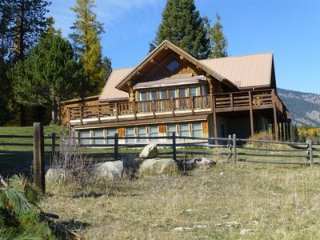 Good Bear Ranch-Log cabin retreat ideal for gatherings of family and friends.
