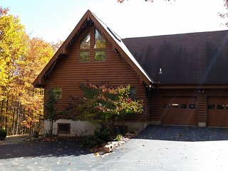 Pocono Chalet With Incredible Mountain Views - Perfect Retreat For Every Season