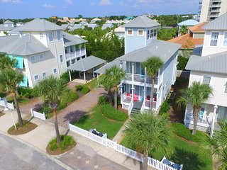 BEST BEACH HOME IN PARADISE/30 YARDS TO BEACH NO STREETS TO CROSS. SLEEPS 13