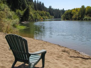 Riverside Chateau - Russian River Access, Hot Tub, Beautiful Home!