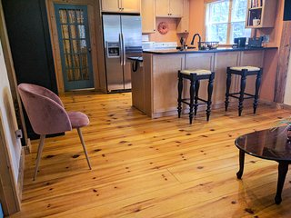 Cozy 2 BR Cottage on 3 Wooded Acres