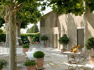 Bastide de la Lavande, 5 Bedrooms and 18 meter Heated Pool
