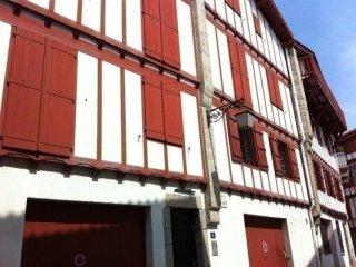 Fontaine - proche commerces et bourg de Ciboure