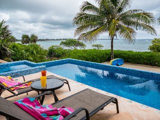 Magnificent private Oceanfront villa, Pool Overlooking the Ocean!