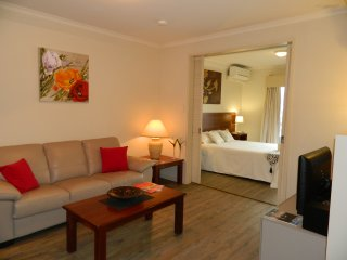 Roomy and Bright 1 Bedroom Apartment CBD Perth