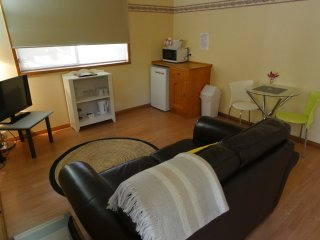 Motel Spa Suite (1-2 Guests) : Great Single or Couple Room : Relax with Views