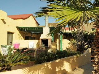 Cozy bungalow very close to the centre of Costa Calma with Parking, Internet, Te