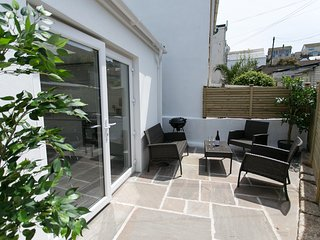 The Nook, Porthleven - Stylishly refurbished cottage for two