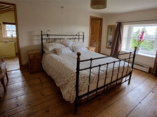 King size bed with en suite and further small bedroom off with single day bed. Very spacious room.