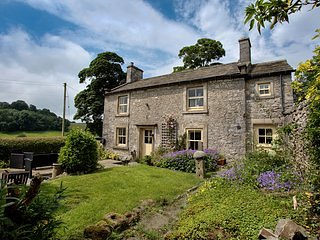 Foxhollies Cottage  3 bedroom stone cottage
