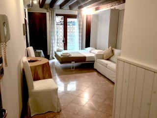 Casa Arianna-little cozy loft close in the Dorsoduro elegant area