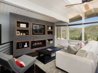 Ski in/ski out contemporary Aspen Mountain retreat with newly upgraded decor - h