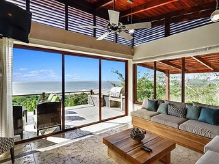 Ocean View Paradise. Steps to the Beach & Town. Breakfasts Included!