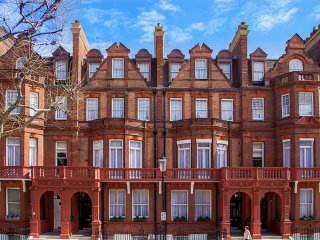 Two Bedroom serviced apartment near Sloane Square in the heart of Chelsea