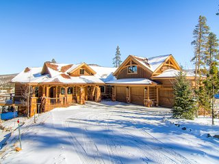 4400 SQ FT Executive Breckenridge Home overlooking Golf Course 5 min from Skiing
