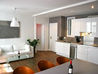 CLOSE TO EVERYTHING-MARAIS 2BR-1BA APT
