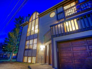 Park City Stunner 5 Bedroom/4 Bath, 2 Hot Tubs, Walk to Resort/Main St Sleeps 18