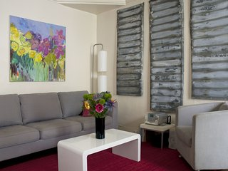 MONTMARTRE VINEYARDS - Stylish flat by real vineyards - sleeps 3