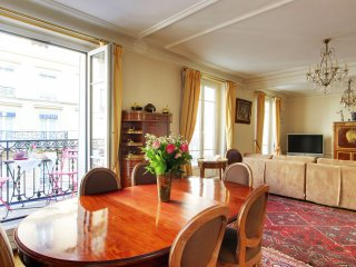 GRAND LEPIC - 4 Bedroom in Montmartre - Sleeps 10