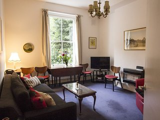 EARDLEY CRESCENT - Earls Court Kensington London Near Museums- Sleeps 4