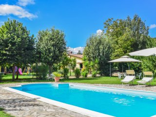 House with pool, big garden, bikes, at 1km from village, 2km golf club, 5km lake