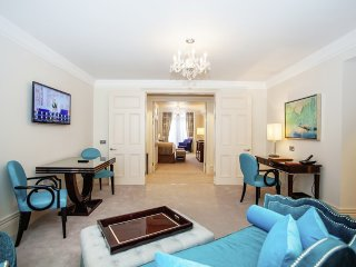 Large One Bedroom serviced apartment near Sloane Square in the heart of Chelsea