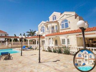 exclusive villa with 5 bedrooms