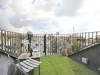 Panoramic Penthouse - Stunning Sea and City Views with roof terrace - sleeps 2/6