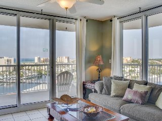 Amazing escape w/ shared pool, gulf & bay views, tennis courts, hot tub, & more!