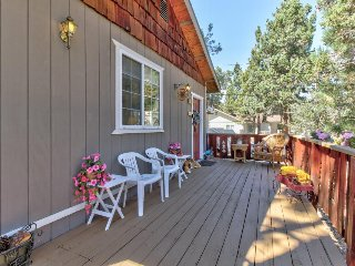 Welcoming home with great location perfect for summer & winter getaways!