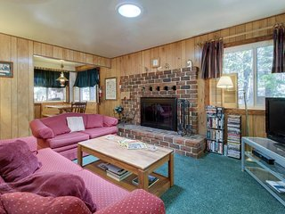 Family-friendly cabin with a private hot tub and great proximity to ski slopes