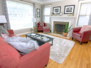 Stylish, Spacious & Cozy 4 Bdrm 1940s Cottage 5 min Downtown, 2 min Theo Wirth