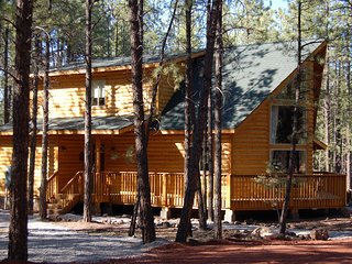 Raccoon Ranch - Book For Summer Now! Gorgeous Grand Canyon Cabin in the woods