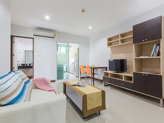Lux Clean 2 beds/2baths next to night mkt