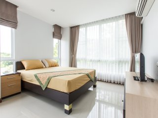 Cozy Apt 2BedR 2BathR Sukhumvit BTS Ekkamai w/ gym close to night market