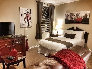Suite #11 Cozy Studio Apt Mins from Down Town Ottawa