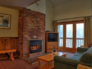 Whiffletree A8 - Four bedroom Ski back to the condo or take the shuttle provided