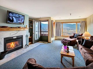 Ski back to the condo, on shuttle route, sport center on site, close to town