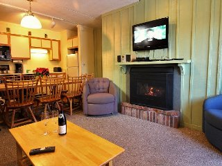 Whiffletree G7 -Three Bedroom Ski back to the condo or take the shuttle provided