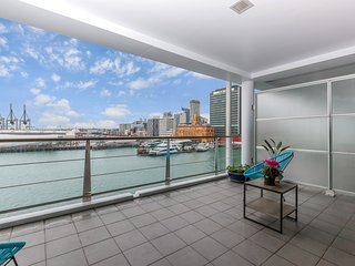 Modern Apartment with Balcony at Prince's Wharf