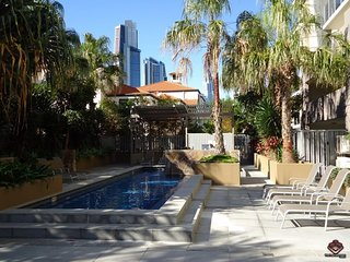 3 Bedroom Stylish Apartments in Surfers Paradise Lic50