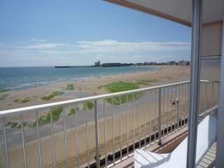 PROM CLEMENCEAU  STUDIO BALCON FACE MER