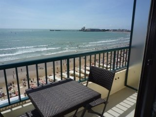 PROM CLEMENCEAU APPARTEMENT T2 FACE MER